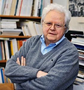 Le journaliste, professeur et auteur Florian Sauvageau.