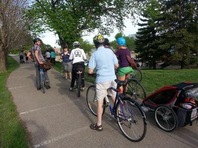 Bike Regina et ses invités pendant la sortie vélo.