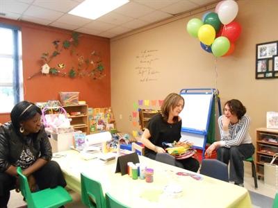Des employées de l'APF : Fatouma Tshiswaka, Mélanie Potier et Christine Gagné à l'inauguration des nouveaux locaux du CAFE La Ritournelle.