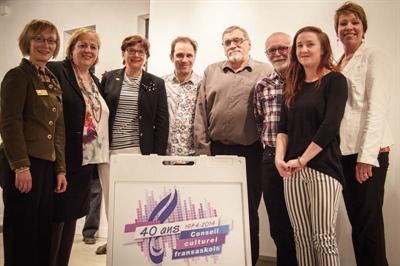 Joanne Skidmore (présidente Sask Book Awards), Suzanne Campagne (directrice CCF), Françoise Sigur-Cloutier (présidente ACF), Frédéric Dupré (Nouvelle Plume) et les 4 artistes, Laurier Gaureau, Joe Fafard, Sylvie Walker et Martine Noël-Maw.