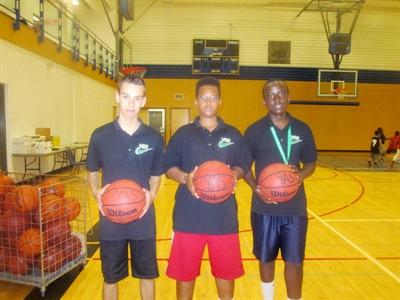 Sébastien, Andrew et Gédéon, les coachs francophones du camp YAS