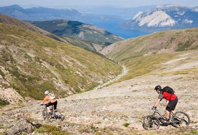Sur les pistes de vélo de montagne avec Boréal Biking.