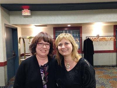 Deux nouvelles députées communautaires, Pat Gaudet et Josée Bourgoin, sont assermentées à l'ADC à Saskatoon.