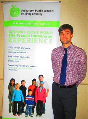 M. Paul Bazin, conseiller pédagogique pour les écoles d'immersion de Saskatoon .