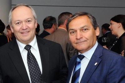 Le directeur général, Roger Paul (à droite) et le président, Robert Maddix de la Fédération nationale des conseils scolaires francophones