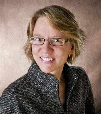 Marjorie Pedneault travaille à son compte dans le secteur de la recherche et de la rédaction.
