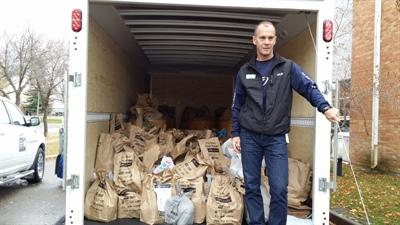 732 livres de denrées alimentaires ont été récoltées par les élèves de Mgr de Laval à Regina.