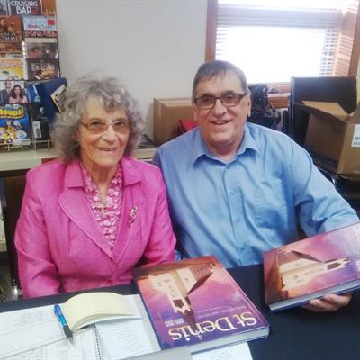 L'auteur Laurier Gareau et Marguerite Hounjet, représentante du Comité de livre de St-Denis
