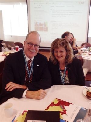 Graham Fraser, commissaire aux langues officielles du Canada et Katherine d'Entremont, commissaire aux langues officielles du Nouveau-Brunswick participaient à la conférence du PADL sur l'immigration.