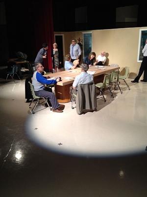 Répétition de la pièce communautaire 12 jurés en colère par le Théâtre Oskana