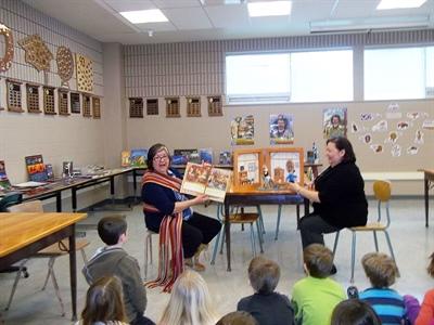 Liz Bird et Barb Tisserand ont partagé des contes métis.
