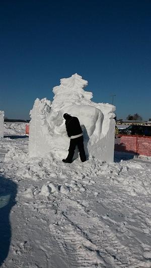 Sculpture sur neige au Festival d'hiver de Prince Albert 2015