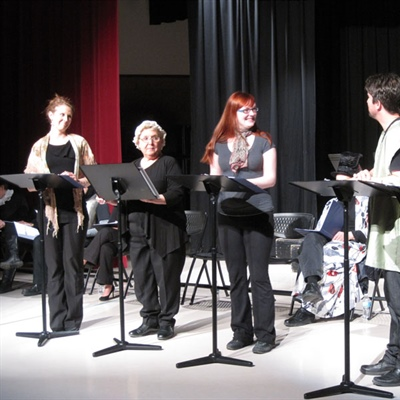 Leia Laing (Mme Jourdain), Édith Detharet (Nicole la servante), Gabrielle Dufresne (Lucile fille de M. Jourdain), Gaetan Benoit (Cléonte l'amoureux de Lucile) et Roger Sylvestre (Covielle, valet de cléonte).