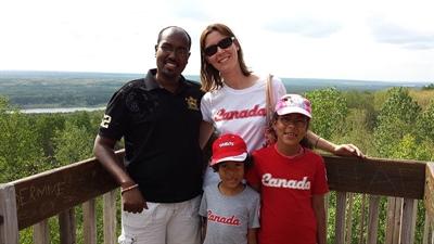 Ahmed, Sandra, les enfants Nelia et Ilan