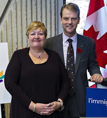 Marie-France Kenny et le ministre Chris Alexander
