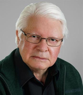 Raymond Hébert, auteur et politicologue manitobain