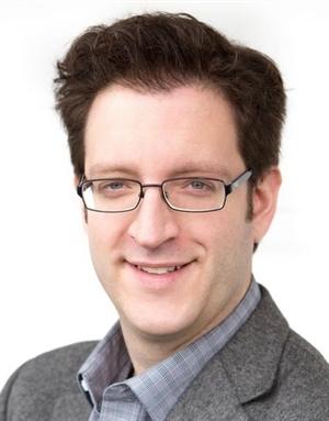 Martin Normand est membre d'un groupe de recherche sur la gouvernance communautaire coordonné par l'Université d'Ottawa.
