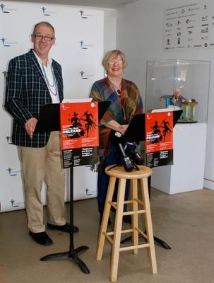 Le directeur artistique de La Troupe du jour, Denis Rouleau, et la vice-présidente, Madeleine Blais-Dahlem.