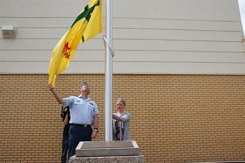 Levée du drapeau fransaskois à Moose Jaw