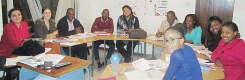 Des étudiants de l'Alliance française de Gaborone et leur enseignante, Melle Sandrine Bridel (à gauche)