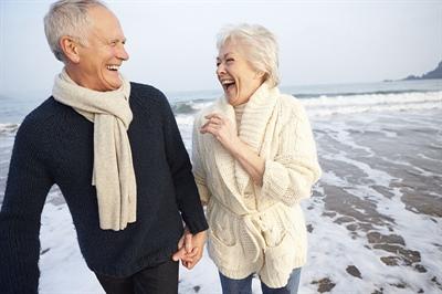 couple d'ainés souriant