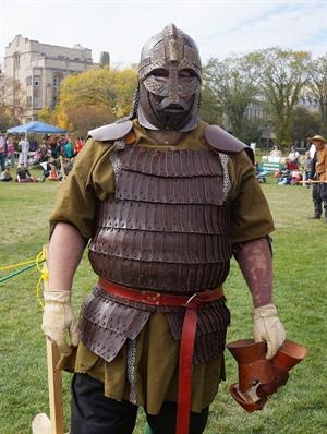 Un participant aux combats chevaleresques, Festival médiéval, Université de la Saskatchewan.