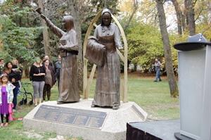 The Sisters Legacy Monument au Parc Wascana, à Regina.