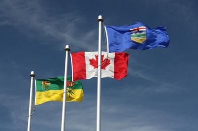 Drapeau Saskatchewannais, canadien et albertain