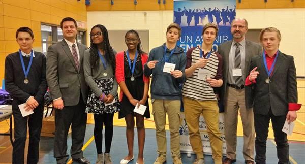 Équipes gagnantes du concours de débats format discussion