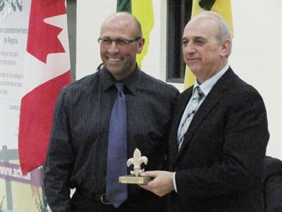 André Denis et Bernard Roy lors de l'ouverture officielle du Pavillon secondaire des Quatre-Ventes à Regina en 2014