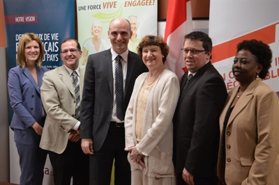 Participants à l'annonce fédérale dans les bureaux de la Fédération des communautés francophones et acadienne