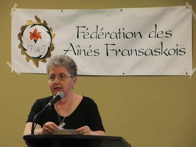 Annette Labelle, la présidente de la Fédération des aînés fransaskois présentant son rapport à l'Assemblée générale annuelle de 2016.