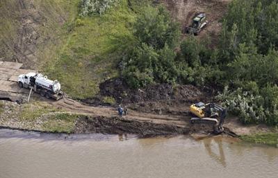 Un pipeline de Husky Energy a déversé quelque 250 000 litres de pétrole mélangé à un hydrocarbure plus léger utilisé comme diluant dans la rivière Saskatchewan Nord, près de la ville de Maidstone.