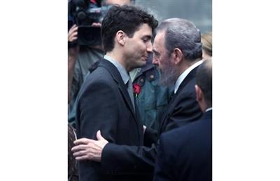 Justin Trudeau et Fidel Castro aux funérailles de son père Pierre Elliott Trudeau