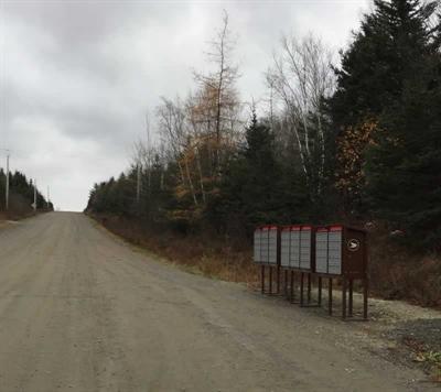Les boîtes communautaires sont mal situées, affirme Gilles Desautels de la Baie Sainte-Marie. « Certains doivent faire cinq kilomètres pour aller chercher leur courrier. »