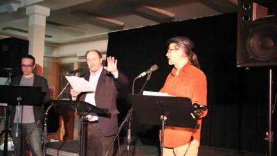 Lecture d'un extrait de la pièce Rappelle-toi  de Jean-Marie Michaud au Cabaret littéraire à Saskatoon