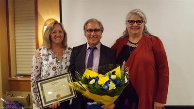 Gilles Groleau recevant le prix Dubois-Leblanc au Congrès 2017 de l'ALEF