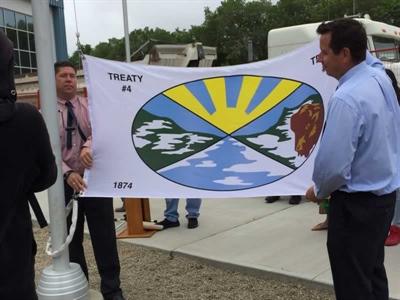 Levée du drapeau du traité numéro 4