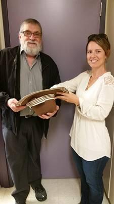 Le président des Éditions de la nouvelle plume, Laurier Gareau, et l'auteure Danielle Lavoie