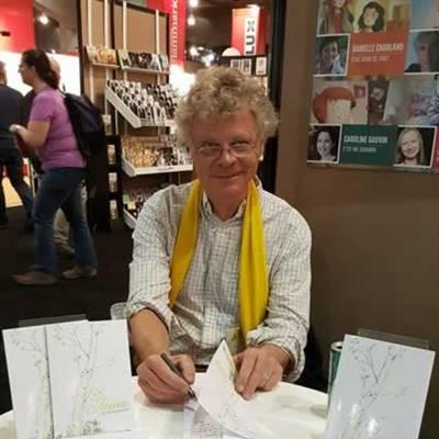 David Baudemont, lors d'une séance de dédicaces au Salon du livre de Montréal.