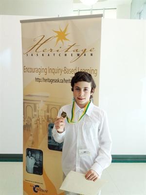Nikolas Gareau-Gélinas, 8e année, ira représenter l'école Mgr de Laval à la foire provinciale du Patrimoine avec son projet intitulé « Les Coureurs des bois ». Il s'est classé en première place parmi les 100 projets à la foire régionale.