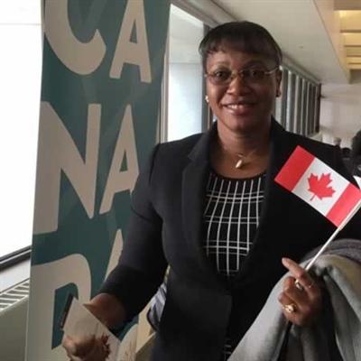 «Pour moi être citoyenne canadienne c'est l'intégration totale et l'enrichissement d'une nouvelle culture. Ça veut aussi dire que j'ai maintenant le droit de vote!» - Angeline Feumba