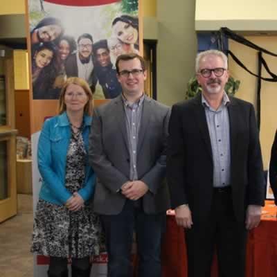 Carol Brouwers, représentante du Regina Region Local Immigration Partnership, Alexandre Chartier, directeur de la SHS, Robert Therrien, directeur général du CÉCS et Marie Galophe, coordonnatrice du RIF-SK.