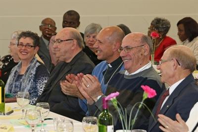 La table d'honneur avec Mgr Donald Bolen.