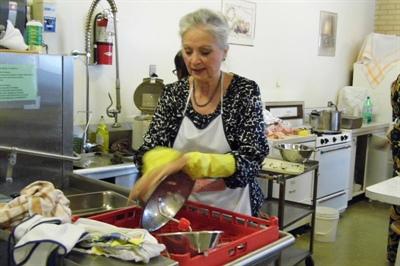 Marie-Rose Archambault et bien d'autres Fransaskois ont contribué à la réussite du souper.