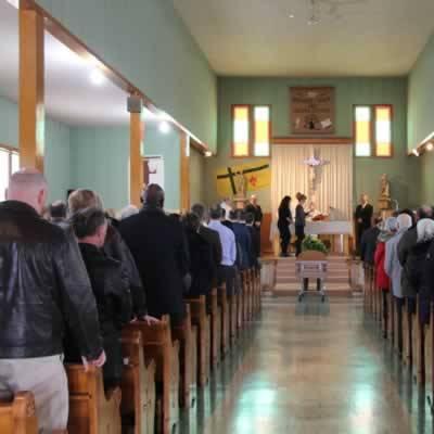 Une centaine de personnes ont rempli la petite église de Ferland.