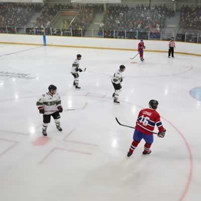 La municipalité de Gravelbourg s'est déplacée en grand nombre pour encourager l'équipe locale et admirer les anciens Canadiens de Montréal.