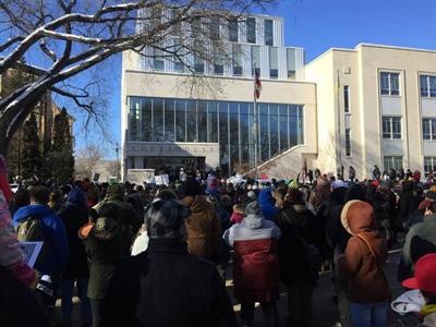 Manifestation devant le palais de justice de Saskatoon le 10 février 2018 suite au verdict dans le procès de Gerald Stanley