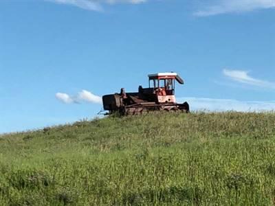 Tracteur sur la route 2 entre Gravelbourg et Moose Jaw