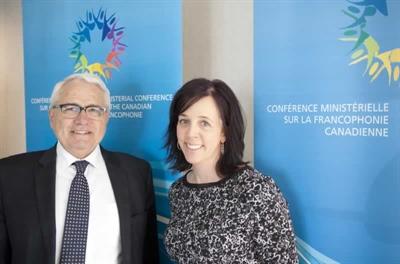 Le commissaire aux langues officielles, Raymond Théberge et Chantal Alarie, sa représentante en Alberta, Colombie-Britannique, Yukon et TNO.